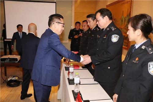 绿叶董事长徐建成、总裁李仙霖捐赠湖北省公安厅基层受困民警